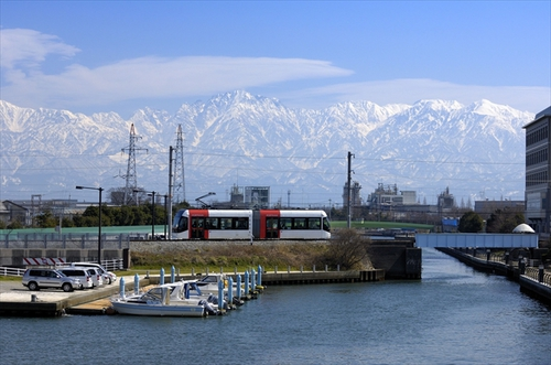 Photo: Mt. Tateyama and Portram
