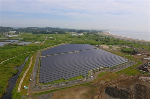 Photo: Large-scale solar power plant in Higashimatsuyama