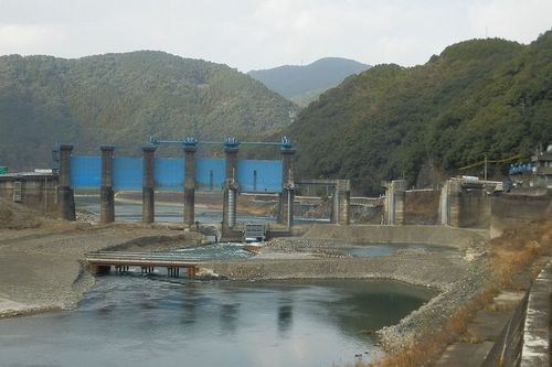 Photo: Arase Dam under the removal work.