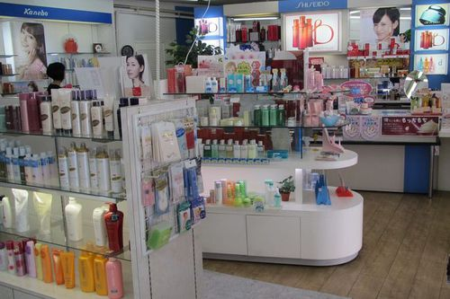 Photo: Cosmetic shop in Daimaru Department Store.