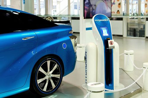 Photo: Toyota MIRAI and Hydrogen Fueling Station