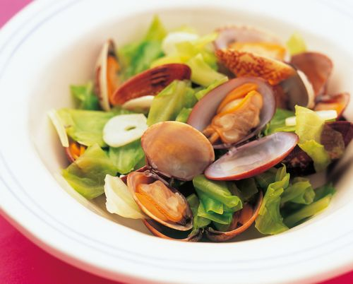 <i>Asari</i> clams and Cabbage Steamed in <i>Sake</i>