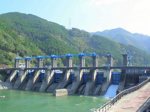 Arase Dam before removal, November 2005