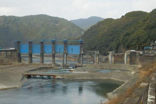 写真:撤去工事中の荒瀬ダム