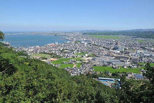 写真:日峰神社より望む小松島市街と阿南市街